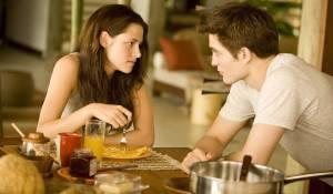 The Twilight Saga: Breaking Dawn - Part 1: Kristen Stewart (Bella Swan) en Robert Pattinson (Edward Cullen)