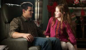 The Twilight Saga: Breaking Dawn - Part 2: Taylor Lautner (Jacob Black) en Mackenzie Foy (Renesmee)
