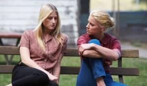 The Ward: Mamie Gummer (Emily) en Amber Heard (Kristen)