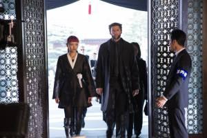 Rila Fukushima (Yukio) en Hugh Jackman (Logan / Wolverine)