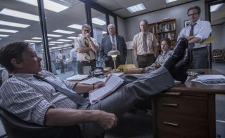Tom Hanks, David Cross (II), Bob Odenkirk en John Rue in The Post