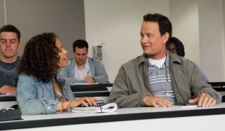 Gugu Mbatha-Raw en Tom Hanks in Larry Crowne
