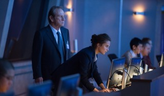Tommy Lee Jones en Alicia Vikander in Jason Bourne