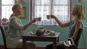 Trainwreck: Brie Larson (Kim) en Amy Schumer (Amy)