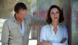 Transcendence: Paul Bettany (Max Waters) en Rebecca Hall (Evelyn Caster)