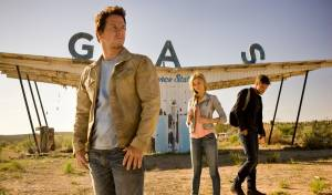 Transformers: Age of Extinction: Mark Wahlberg (Cade Yeager), Nicola Peltz (Tessa Yeager) en Jack Reynor (Shane)