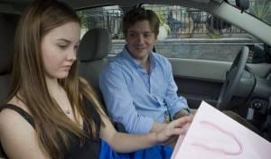 Trust: Liana Liberato (Annie Cameron) en Chris Henry Coffey (Charlie / Graham Weston)
