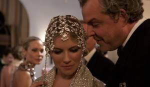 Sienna Miller (Diana) en Danny Huston (Jack Hussar Sr.)