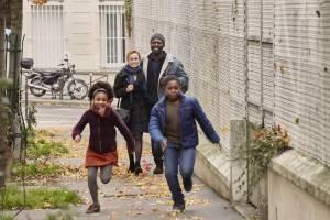Une saison en France: Sandrine Bonnaire (Carole Blaszak) en Eriq Ebouaney (Abbas Mahadjir)