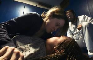 Unsane: Claire Foy (Sawyer Valentini) en Juno Temple (Violet)