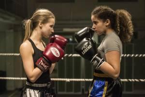 Vechtmeisje: Aiko Beemsterboer (Bo) en Noa Farinum (Joy)