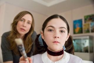 Vera Farmiga en Isabelle Fuhrman in Orphan