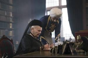 Victoria and Abdul: Judi Dench (Queen Victoria) en Ali Fazal (Abdul Karim)