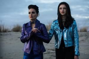 Vox Lux: Natalie Portman (Celeste) en Raffey Cassidy (Young Celeste / Albertine)