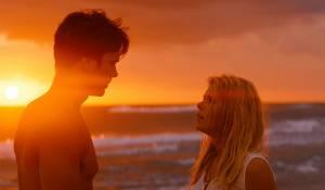 Walking on Sunshine: Giulio Berruti (Raf) en Annabel Scholey (Maddie)