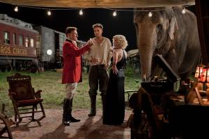 Water for Elephants: Robert Pattinson (Jacob Jankowski), Christoph Waltz (August Rosenbluth) en Reese Witherspoon (Marlena Rosenbluth)