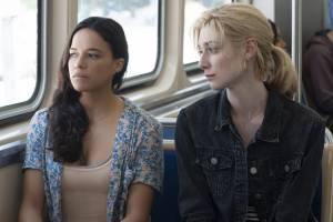 Widows: Michelle Rodriguez (Linda) en Elizabeth Debicki (Alice)