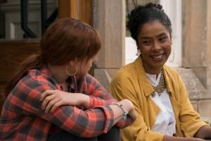 Wild Rose: Jessie Buckley (Rose-Lynn Harlan) en Sophie Okonedo (Susannah)