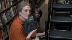 Wonderstruck: Julianne Moore (Lillian Mayhew / Older Rose) en Oakes Fegley (Ben)