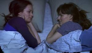 Your Sister's Sister: Emily Blunt (Iris) en Rosemarie DeWitt (Hannah)
