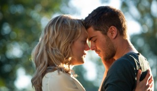 Taylor Schilling en Zac Efron in The Lucky One