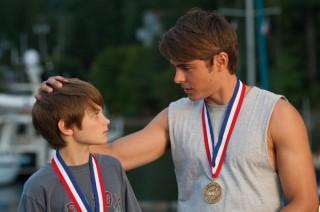 Zac Efron en Charlie Tahan in Charlie St. Cloud