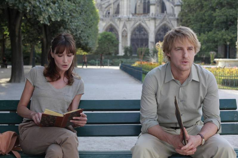 Still uit Midnight in Paris met rechts Owen Wilson