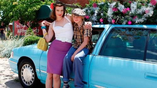 Milla Jovovich en Spencer List in Bringing Up Bobby