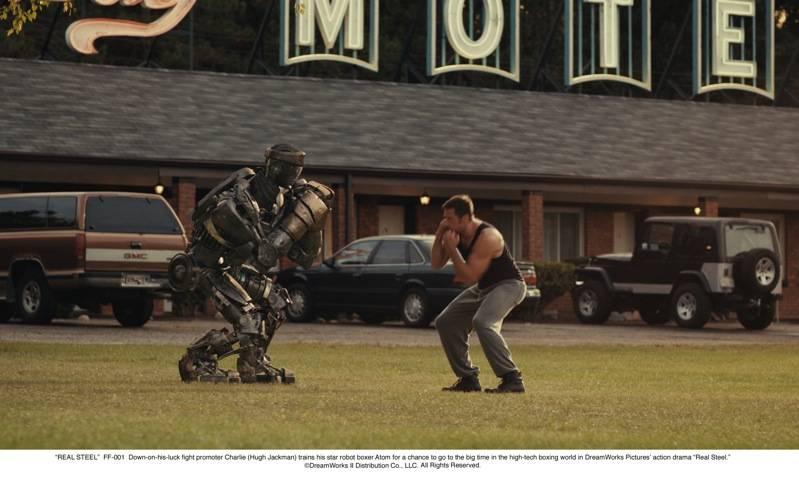 Hugh Jackman doet een robot voor hoe je moet boksen.