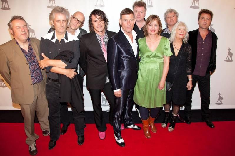 Suzanne Raes met de mannen van de Dijk. (c) Arjo Frank/BiosAgenda