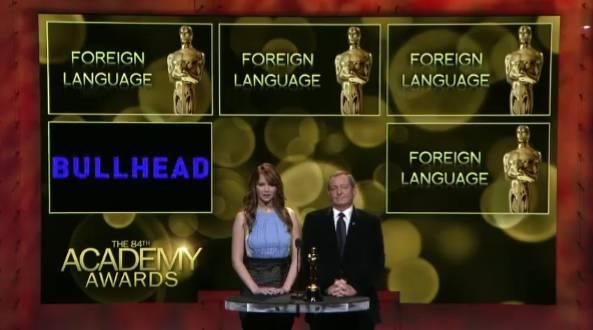 Tom Sherak (voorzitter van de Academy) en actrice Jennifer Lawrence maakten de nominaties bekend. Hier het moment dat Rundskop wordt aangekondigd.