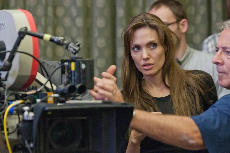 Angelina Jolie aan het werk op de set (c) Ken Regan 2011/E1 Entertainment