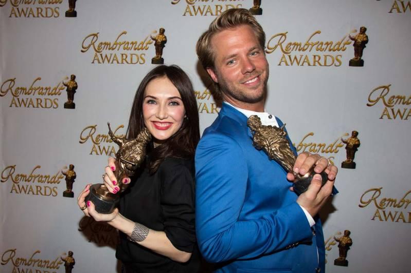 Carice van Houten en Thijs Römer met hun award (c) Arjo Frank