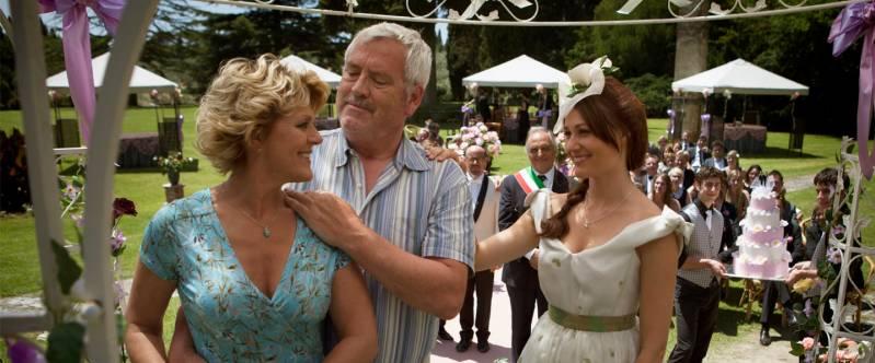 Simone Kleinsma, Ernst Daniël Smid en Sophie van Oers in Toscaanse Bruiloft, (c) A-Film Distribution