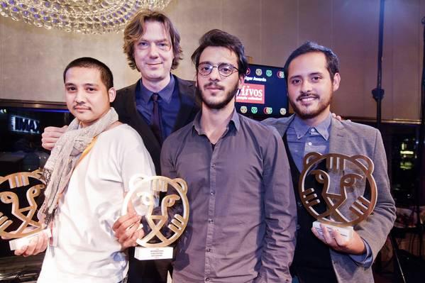 IFFR 2015 Hivos Tiger Awards winnaars met festivaldirecteur Rutger Wolfson. Foto Felix Kalkman.