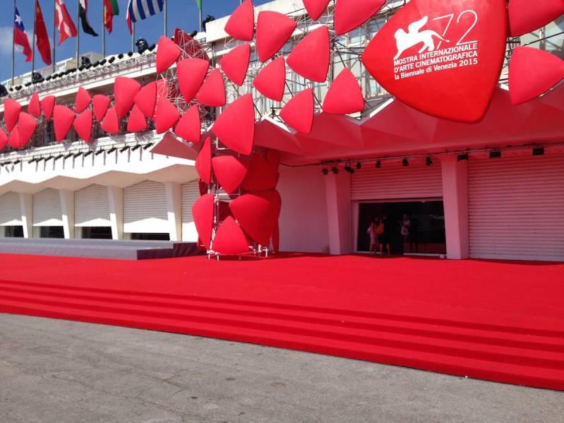 De rode loper bij het Palazzo Del Cinema