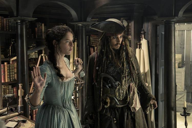 Johnny Depp en nieuwkomer Kaya Scodelario (c) Disney
