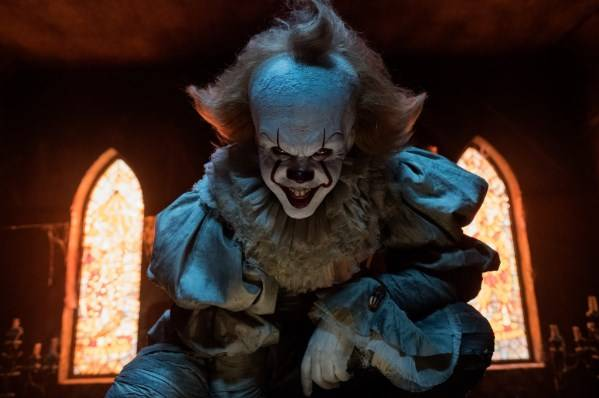 Bill Skarsgård als clown  Pennywise © 2017 Warner Bros. Ent. All Rights Reserved