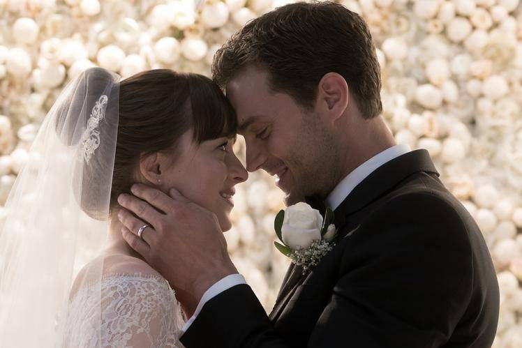 Anastasia Steele (Dakota Johnson) en Christian Grey (Jamie Dornan) in Fifty Shades Freed (c) Universal Pictures
