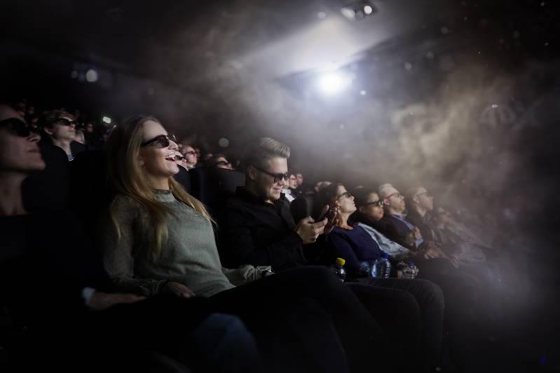 De grijns wijkt niet van de gezichten in het publiek. Foto: Pathé Nederland.