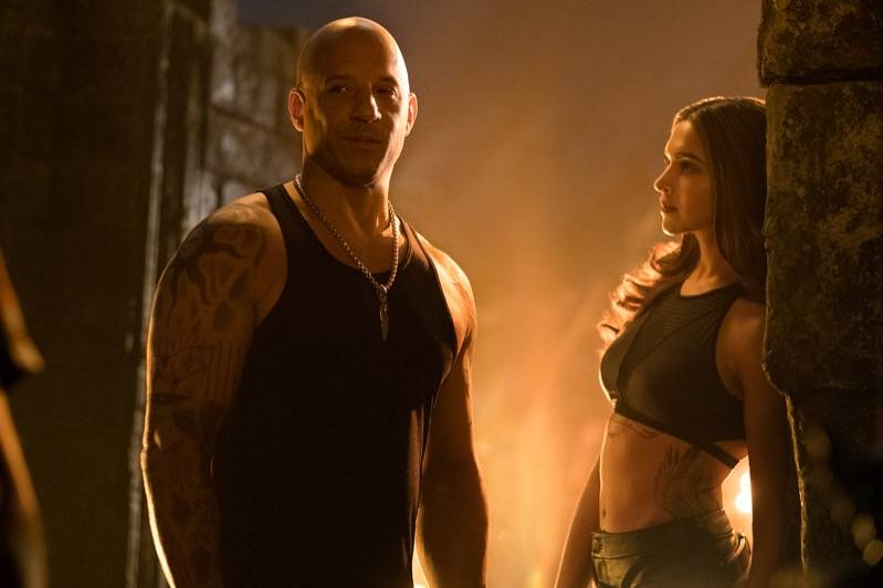 Vin Diesel en Deepika Padukone in xXx: Return of Xander Cage (c) 2017