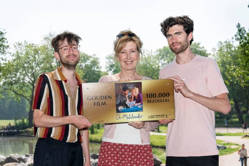 Regisseur Jeroen Houben met Ariane Schluter en Benja Bruijning. 2018 (c) Bram Belloni