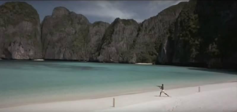 Het beroemde strand uit 'The Beach' (c) 2000