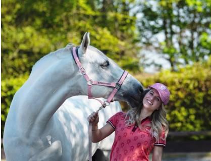 Britt Dekker komt met paardenfluisterfilm