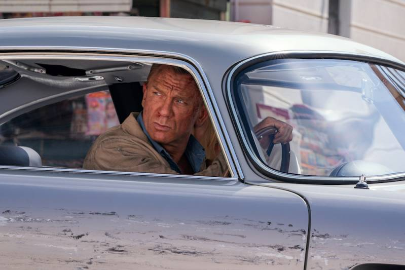 B25_31842_RC2 James Bond (Daniel Craig) and Dr. Madeleine Swann (Léa Seydoux) drive through Matera, Italy in  NO TIME TO DIE,  a DANJAQ and Metro Goldwyn Mayer Pictures film. Credit: Nicola Dove
