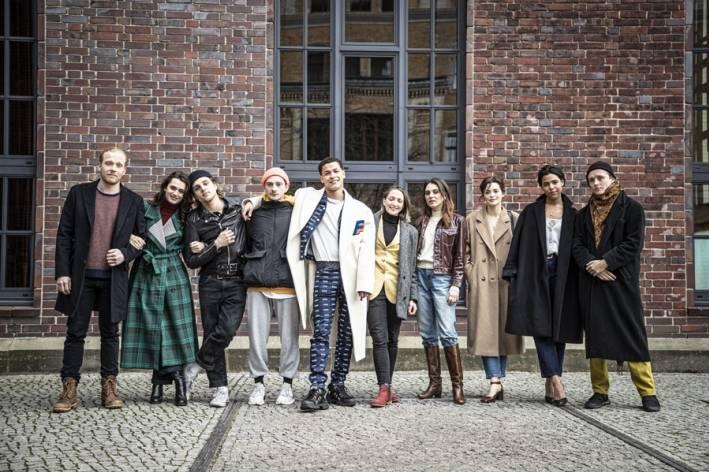 Van links naar rechts  Pääru Oja (Estland), Ella Rumpf (Zwitserland), Jonas Dassler (Duitsland), Levan Gelbakhiani (Georgië), Bilal Wahib (Nederland), Martina Apostolova (Bulgarije), Victoria Carmen S