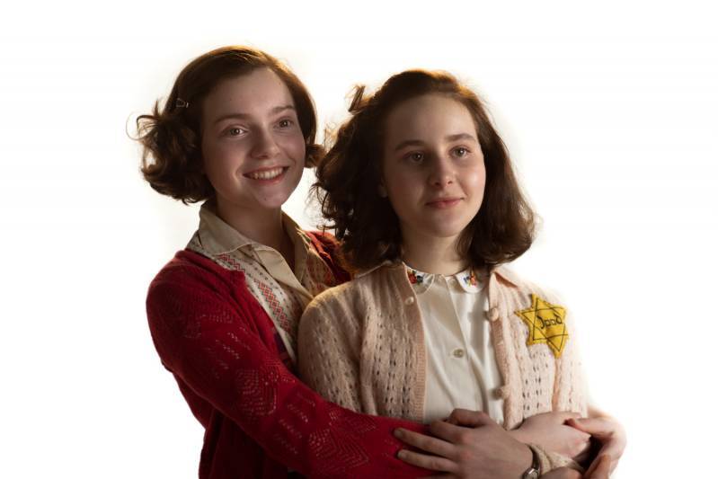Aiko Beemsterboer (Anne Frank) en Josephine Arendsen  (Hannah Goslar) © 2020 met dank aan DFW