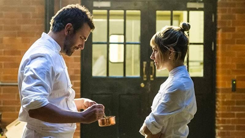 Bradley Cooper en Sienna Miller in BURNT © 2015 Paradiso Films