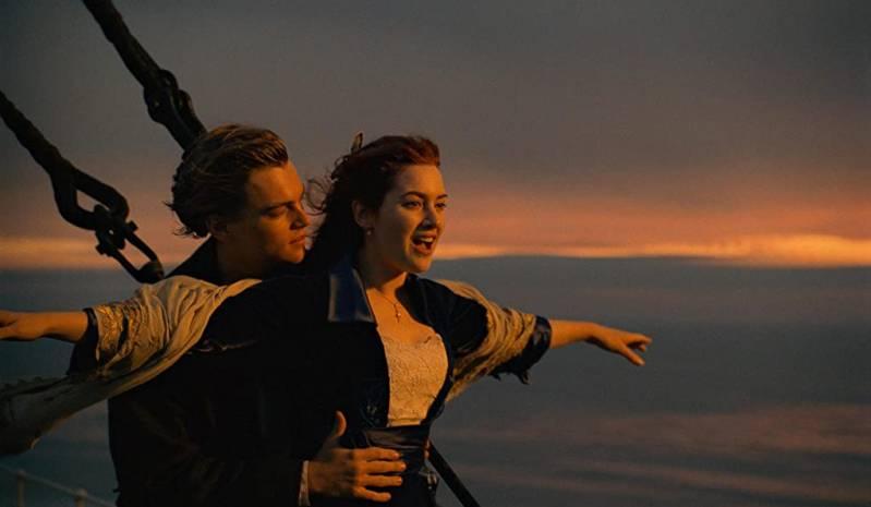 Leonardo DiCaprio en Kate Winslet in TITANIC © (1997) Paramount Pictures