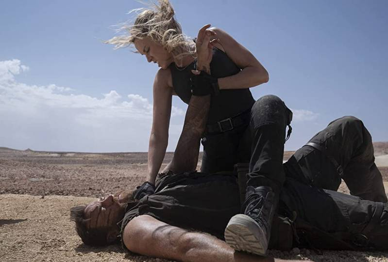 Josh Lawson and Jessica McNamee in Mortal Kombat (2021)